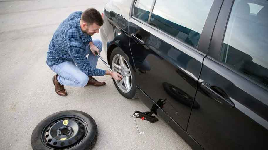 Steps on Changing Flat Tire
